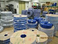 http://iishuusyoku.com/image/本社に併設する倉庫には、多数の商品をラインナップ。写真は、工業用のゴムホースです。
