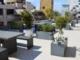 http://iishuusyoku.com/image/本社屋上の休憩スペースです。春や秋には、ランチタイムに使われたりしていて社員の憩いの場になっています。