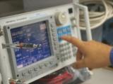 無線機が正常に動作しているか確認する「測定器」。周波数が合っているか、感度は適切か、確認していきます。