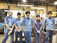 <明るく楽しく働ける製造職!> 高い技術力を持つベテラン社員だけでなく、20代から70代まで、男性も女性も、みんな明るく働ける環境です。