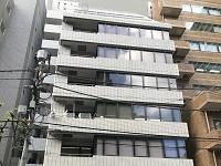 https://iishuusyoku.com/image/オフィスのあるビルは最寄り駅から3分で着く好立地◎駅も近くに3つもあるので通勤しやすく便利ですよ。