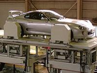 走る、曲がる、止まる--。 4輪同時にタイヤの角度を測定できる「アライメントテスター」を 世界に先駆けて開発した会社です。