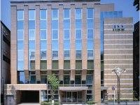 JR高田馬場駅から徒歩7分に位置する社歴40年以上の歴史ある企業。大通りに面した自社ビルが自慢です!