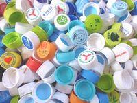 https://iishuusyoku.com/image/ペットボトルのキャップ内面に取り付けているキャップパッキング。ペットボトルの内容物が漏れないようにするもので、同社は国内シェア50%!