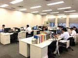 https://iishuusyoku.com/image/土日祝休みで年間休日128日!残業も月10時間程度と少なく、メリハリをつけて働くことができます。また、社内は所属部門・上司部下を問わず、自由に相談できる風通しの良さがあります。