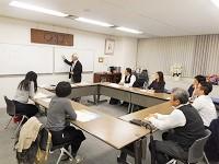 https://iishuusyoku.com/image/経営塾の様子。教室となるセミナールームも併設するオフィスには、日々多くの経営者が学びに訪れます。