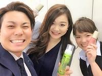 https://iishuusyoku.com/image/名古屋営業所の先輩社員。化粧品に興味があれば未経験でも大丈夫!私たちが一からしっかりと教えますので安心してください。