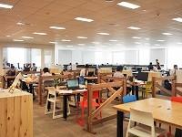 http://iishuusyoku.com/image/お台場に移転した同社の新オフィス。壁のない開けた空間でスピーディーかつクリエイティブに働けます!