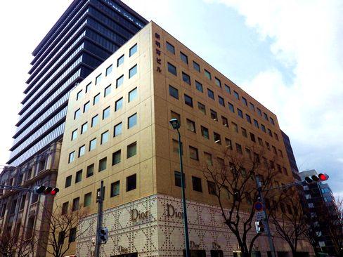 非常にアットホームであたたかな社風が魅力の同社。配属先となる神戸本社は、元町駅から徒歩5分、三宮駅からも徒歩圏内の好立地です♪