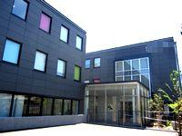 2013年に完成した大阪本社は、最寄駅からも徒歩3分でアクセス抜群です!