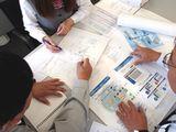 https://iishuusyoku.com/image/システムの設計・施工・メンテナンスには 事前の打ち合わせが大切。施設に関係 するさまざまな企業ともコミュニケーショ ンをとりながら建物の完成をサポートし ます!