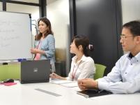 勉強会は個々のスキルアップを目的に、部署や階層でグループに分かれて、資格取得に向けた勉強会、技術講座の開催をしています。