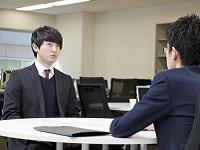 https://iishuusyoku.com/image/エンジニアとのコミュニケーションも営業の大事な仕事の一つ。プロジェクトで安心して働いてもらえるようフォローを重ねます。