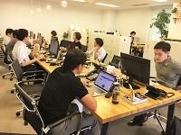 http://iishuusyoku.com/image/オフィス内は「フリーアドレス」を採用!オープンスペースを自由に使いながら色々な先輩社員と交流が可能です!