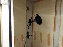 http://iishuusyoku.com/image/企画から制作までを一貫して実施するため社内に音声を録音できるスペースもあるんです!