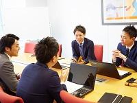 https://iishuusyoku.com/image/社歴や年齢は関係なく、メンバーが意見を言い合える社風です!平均年齢27歳の若いチャレンジングなメンバーが多い組織です!