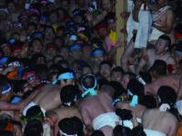 https://iishuusyoku.com/image/地元で有名な『はだか祭り』同社ではこの祭事の生中継から、DVD化まで手掛けています。お祭りの裏側に密着できるのも面白味の1つです。
