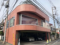 https://iishuusyoku.com/image/丸の内線で新宿から3駅目の新中野駅からすぐ!人気の飲食店も多く軒を連ねる、鍋屋横丁通り近くにあります。