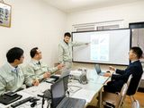 http://iishuusyoku.com/image/会議も頻繁に行っており、工場ごとの品質課題、社外クレーム、工程異常、3Sや安全対策の実施状況の確認などについてしっかり打ち合わせをしています。部署間のコミュニケーションも活発です。