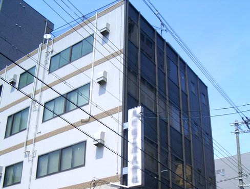 大阪本社の自社ビル勤務!大阪市内で最寄り駅からも近く、転勤もありませんので、関西で腰を据えて働きたい方にもおすすめです。
