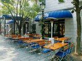 https://iishuusyoku.com/image/街中にある沢山のカフェ。その時代のファッションやトレンドを捉えた空間づくりが欠かせませんよね。あなたが何気なく通ってあるオシャレなカフェにも、同社のテントが使われているかもしれません。