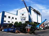 https://iishuusyoku.com/image/川崎市にある本社ビル。建物内には多数のクレーンが並びます。建設機械・・・間近で見てもかっこいいですね!