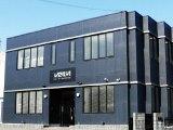 https://iishuusyoku.com/image/6年前に建てた新しい社屋です!2階建てで、1FのオフィスではFMラジオが流れていてリラックスした雰囲気で働くことができます。