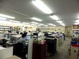 オフィスの様子です。残業は月30時間程度と少なく、安心して長く努められる環境が整っています。
