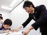 http://iishuusyoku.com/image/「わかるまで、できるまで」が同社のポリシー。子どもたち、一人ひとりと向き合うことで保護者からの信頼を勝ち得ています。