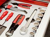 https://iishuusyoku.com/image/同社のメイン製品は、作業工具(ハンドツール)、電動工具、トルク管理機器の3つになります。数多くの「ものづくり」現場に接し、お客さまの要望に応えています。