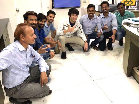 https://iishuusyoku.com/image/加工や組立、検査を担当するメンバーたちが作り上げた機械を、世界中へと広めていきます。海外市場では現在の2〜3倍の売上を実現できる見込みです。