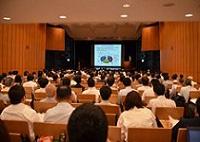 https://iishuusyoku.com/image/同社が財団法人や大学と連携して開催しているシンポジウム。参加されたお客様からの反響に対してコンタクトをとります。