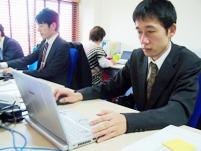 https://iishuusyoku.com/image/現場でインタビューを行い、資料へと起こす。コミュニケーション力と要点をまとめる力が必要とされる仕事です。