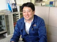 http://iishuusyoku.com/image/笑顔の素敵な同社社長。若いころはバックパッカーとして20以上もの国や地域に渡航した経験があります。「モノづくりが好き」そんな気持ちを持った方に面接でお会いできるのを楽しみにしております。