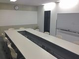 https://iishuusyoku.com/image/同社の会議室の様子です。企画することが多いお仕事になりますので、他部署との連携は欠かせません。