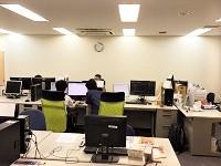 https://iishuusyoku.com/image/ITに関する知識はもちろんのこと、 TOEICなどの語学スキル習得も奨 励。有志にて勉強会も開催していま す。