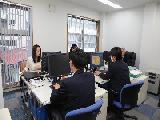 https://iishuusyoku.com/image/ワンフロアで一人ひとりの顔が見える社内。本社では、受託開発だけでなく、自社サービスの企画・開発も手掛けています。
