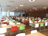 社内にある食堂の様子です。1食につき190円の補助が付くということで、毎日たくさんの従業員の方たちがこの食堂で食事をしています。