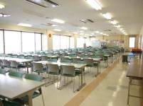最上階には社員食堂も!創立記念日には、全社員が揃ってここで語らいます!