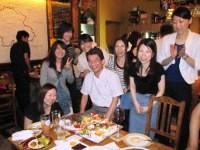 https://iishuusyoku.com/image/懇親会での一コマ♪社員同士だけでなく、社長との距離も非常に近い同社。この日はみんなで誕生日をお祝いしました☆
