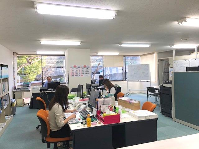 https://iishuusyoku.com/image/広々としてゆとりと開放感がある名古屋のオフィス。働く上ではオフィス環境も重要です。和気あいあいとした雰囲気の拠点です★