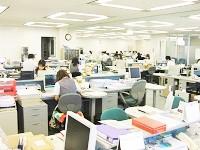 全社で残業を月30時間に収めることを徹底しています。平均退社時間は19:00。プライベートも大切にできます。
