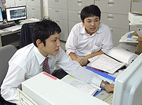 https://iishuusyoku.com/image/さらなる事業拡大を図るT社は、新たなニーズを汲んだ製品開発にも積極的に取り組んでいきます。若手社員も活躍中。