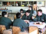 http://iishuusyoku.com/image/食堂の様子です。食事は、社員さんの活力の源。食事代は会社の半額負担なので、食堂を利用される社員の方も多いのだそう。