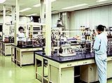 http://iishuusyoku.com/image/厳しい品質基準をクリアした開発施設で、次々と新製品を開発中!医薬品を製造する上では欠かせない品質管理基準「GMP」に適合する大規模な生産工場を保有しています。