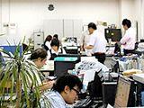https://iishuusyoku.com/image/部署の垣根を越えて仲が良いのも同社の魅力の1つ。社内は落ち着いた環境ながら随所で打ち合わせが行われており、周囲とのコミュニケーションが取りやすく、仕事も進めやすい環境です。