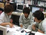 http://iishuusyoku.com/image/打合せの風景。みなさんとても真剣。メリハリをつけて仕事をしています。