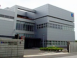 木更津にある自社製造工場です。2007年に開設したばかりの新しい工場で、勤務環境抜群。車通勤もOKです!