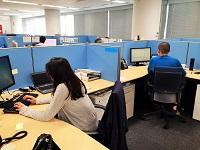 https://iishuusyoku.com/image/外資系の自由度の高い雰囲気のある社内。ゆったりとしたデスクスペースでリラックスして働いていただけます。