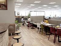 社内には打ち合わせスペースが豊富でいつでも気軽にミーティングできます。